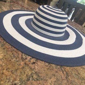 Accessories - Large Brim Sun Hat
