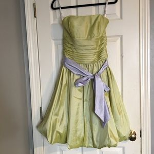 Dresses & Skirts - Sage Bubble Midi Dress