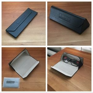 Other - 🎉HP! Brand-new foldable/compact eye glasses case!