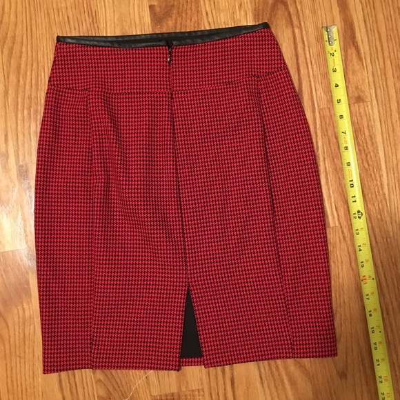 Express Skirts - Express Houndstooth Pencil Skirt w/ Faux Leather