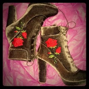 """Shoes - Sale🌹NWT🌹 """"ROSE IN WINTER""""BOOT🌹"""