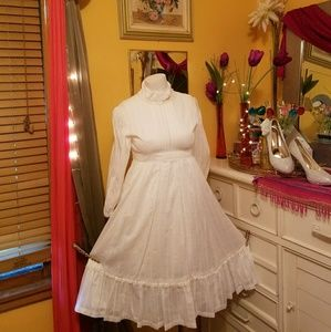 White True Vintage Dress with lace and ruffles!