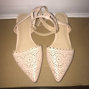Old Navy Flats Sandals Size 6
