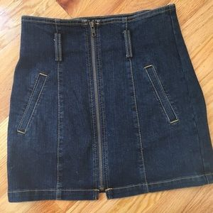 NWT Super flattering, stretch denim skirt