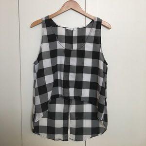 ✨Black and white checkered sleeveless top✨