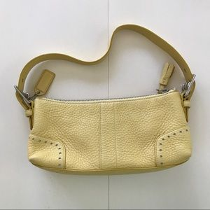 Pre-owned Coach Yellow Shoulder Bag