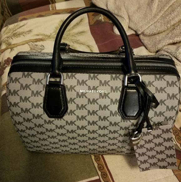 aced4f15dd NWT Michael Kors Mercer Medium Leather Duffle Bag