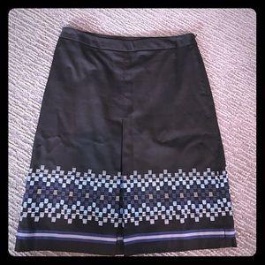 Black front kick pleat skirt with stitching