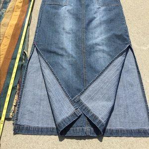 L 11 Maxi denim jean skirt w pockets & side slits