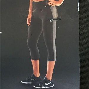 NWT Nike Tight Fit training capris Large