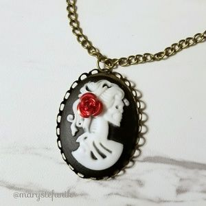 {New} Skeleton Cameo Bronze Red Rose Necklace