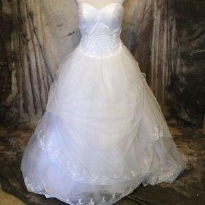 Dresses & Skirts - Fairytale Princess Wedding Dress/Ball Gown