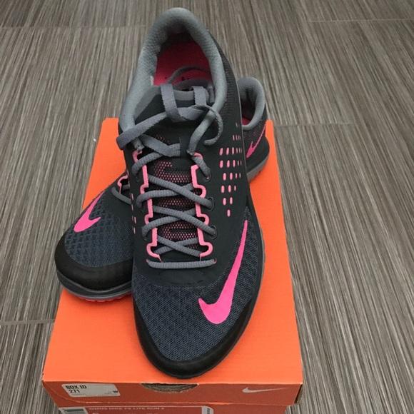 newest eafae 5ea3b Size 5 - Women's Nike FS Lite Run 2 NWT
