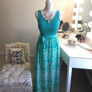 Dresses & Skirts - Beautiful Teal and white patterned Maxi Dress 👗💜