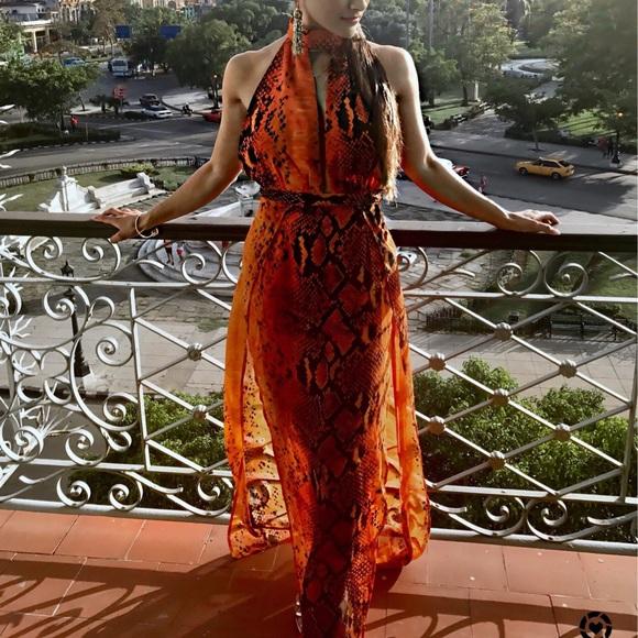 83b9e6e60789b6 Léala Orange Snake Print Maxi Dress. M 59a9f7b7c6c79598b5010099