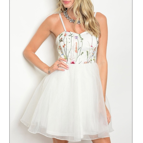 Dresses Last One Floral White Semiformal Dress Nwt Poshmark