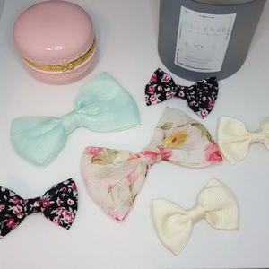 Bundle of bow hair clips