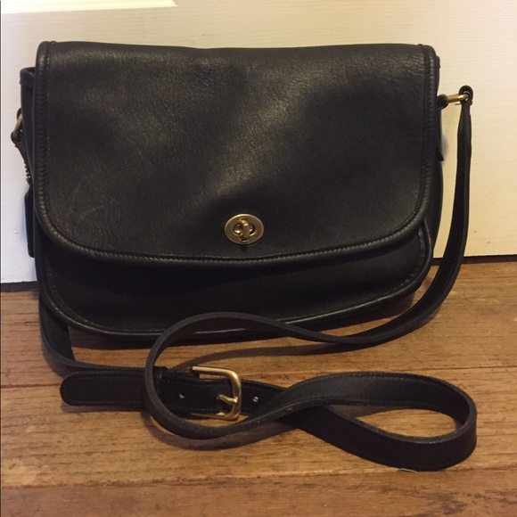 Coach Handbags - Vintage COACH Leather Crossbody Purse K7M-9790 03291024ee