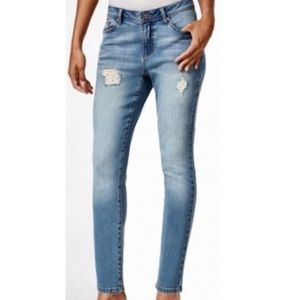 Earl Jeans Distressed Light Wash! NEW!