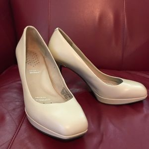 Rockport Cream/Tan Pumps EUC 31/2 heel 1/2platform