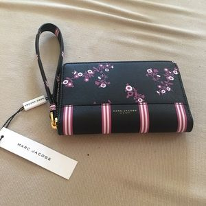 Marc Jacobs Zip phone wristlet and wallet