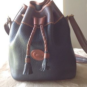 Dooney & Bourke ❣️VINTAGE❣️Teton Bucket Bag