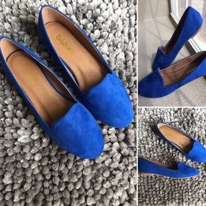 Shoes - Beautiful royal blue velvet flats!