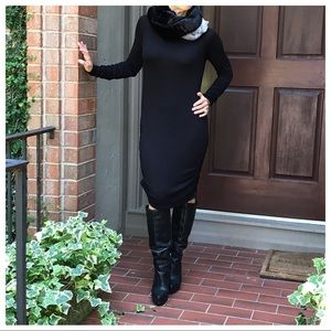 Dresses & Skirts - Black gorgeous midi  dress with side runching