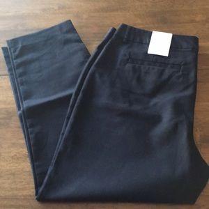 Liz Claiborne Black Cropped Pants - Sz 16