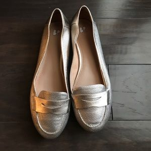 Like new brass plum gold loafer in size 9.5