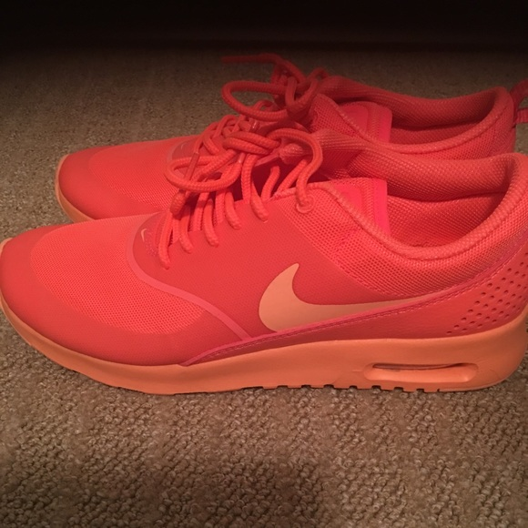 Women's Nike Air Max Thea Salmon color size 7