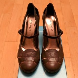 EUC Nine West Brown Leather Mary Jane Cutout Shoes