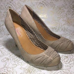 NWOT Women's Pink & Pepper Tan Heels - Size 9.5