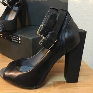 Architectural modern nappa leather heels