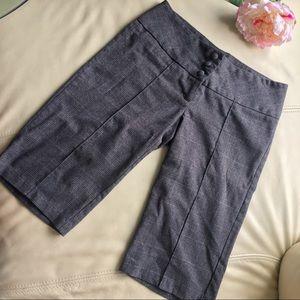 🍍2 for $10! Plaid gray Capri pants w/cute buttons