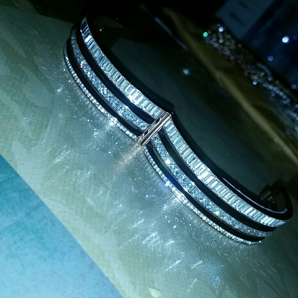 henri bendel Jewelry - Henri bendel bangle rosegold crystal bracelet FIRM