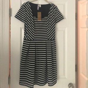 Sizw medium black/white eyelet dress Francescas
