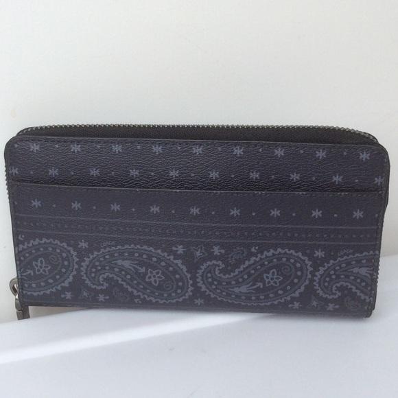 Coach Handbags - 🆕COACH Accordion Wallet in Prairie Bandana