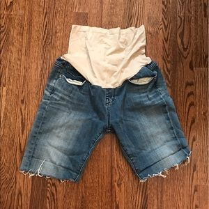 A pea in the pod maternity Jean shorts