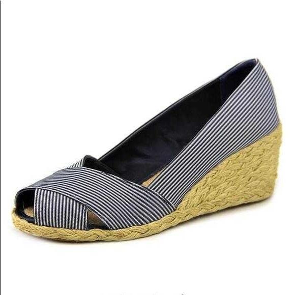 ac236100166 Lauren Ralph Lauren Shoes - NWOT Ralph Lauren Cecilia Espadrille Wedges
