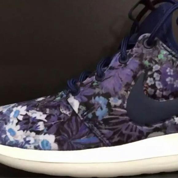 817d686e682c NEW Nike Roshe Two Women s Flowers Floral Print
