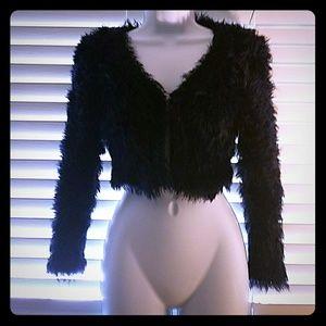 🆕*I•N•C Black Cropped Fluffy Jacket!*🆕