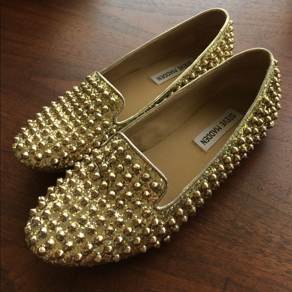 9b9e8c58ac2 U know you can rock these! Steve Madden stud flats