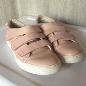 Kenneth Cole Reaction blush sneakers