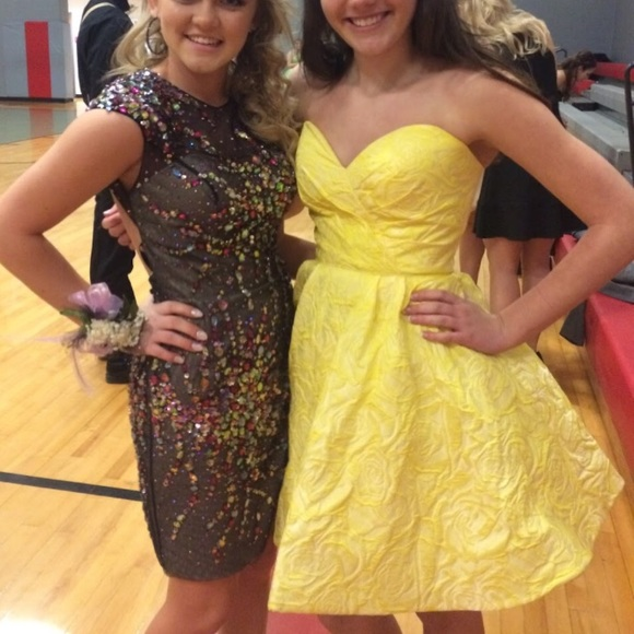 Sherri Hill Dresses & Skirts - Yellow Sherri Hill 2016 homecoming dress!!