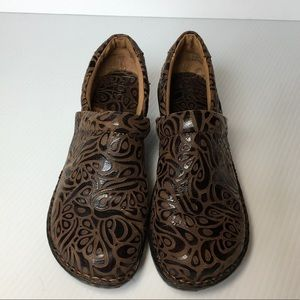 SALE!❤️Born b.o.c. Tooled Leather Shoes Clogs