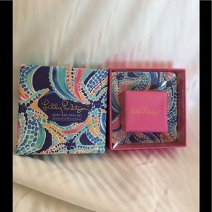 Lilly Pulitzer Soap and tray set.