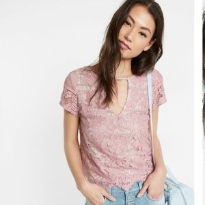 SALE! 💥NWT EXPRESS FLORAL LACE TEE XS