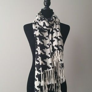 Accessories - Exadurated Houndstooth Scarf