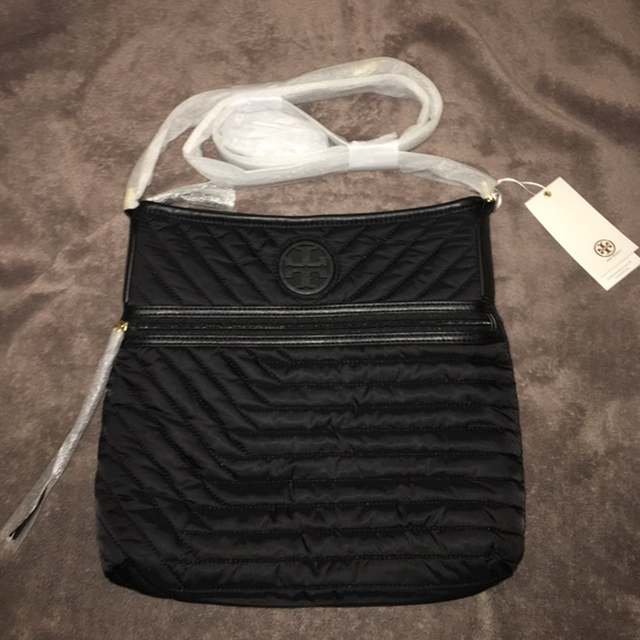 3000d3fac36 NWT Tory Burch Black Quilted Nylon Swingpack purse